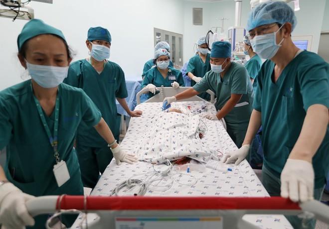 Quá trình chăm sóc hậu phẫu cho hai bé song sinh sẽ nhiều khó khăn và phức tạp