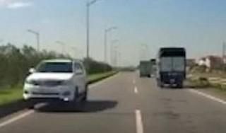 Phạt 17 triệu, tước giấy phép lái xe với tài xế chạy ngược chiều cao tốc