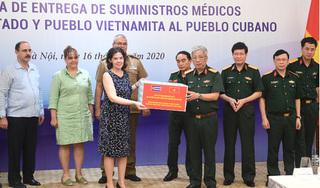 Bộ Quốc phòng Việt Nam trao tặng 3 tấn vật tư y tế cho Cu Ba