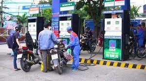Giá xăng dầu hôm nay 17/7: Quay đầu giảm nhẹ