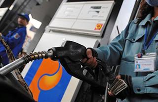 Giá xăng dầu hôm nay 18/7: Tiếp tục giảm do nhu cầu thị trường thấp