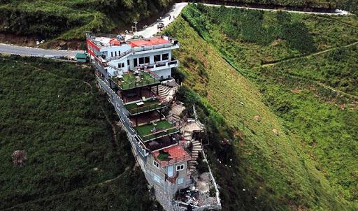 Phá dỡ công trình Panorama trên đèo Mã Pí Lèng
