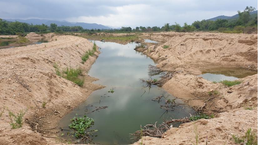 Nam thanh niên chết đuối do sụp hố nước trên sông khi đi bắt cá