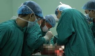 Người đàn ông mang 6 khối u nặng gần 8kg trong cơ thể