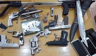 Khám nhà thu giữ ma tuý và cả 'kho' súng tự chế