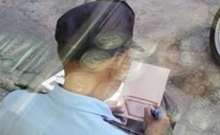 Bác bảo vệ vẽ hình đáng yêu lên thùng xốp 'đốn tim' cộng đồng mạng