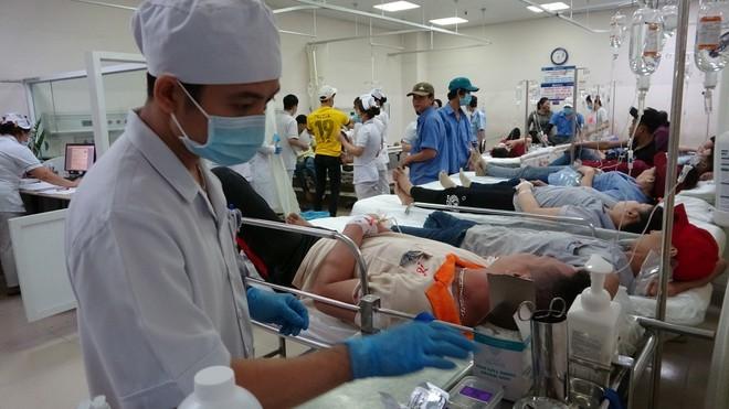 Hơn 100 công nhân nhập viện khẩn cấp nghi do ngộ độc thực phẩm