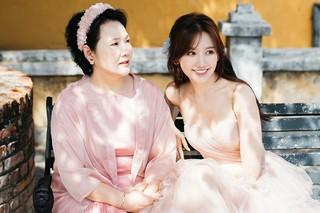 Sau 4 năm kết hôn, Hari Won cảm thấy có lỗi vì không dành thời gian cho mẹ