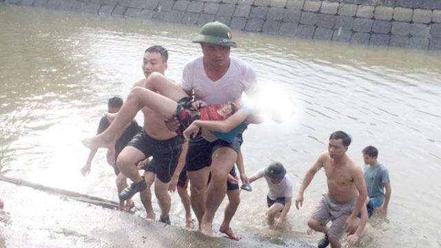 Cứu em trai, bé gái 13 tuổi tử vong do đuối nước