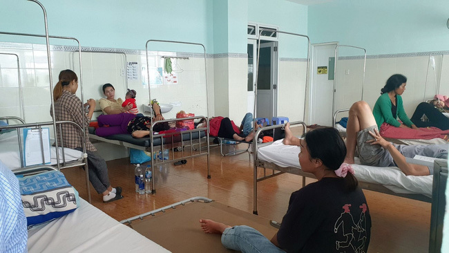 Gần 90 người nhập viện khẩn cấp sau khi ăn tiệc cưới