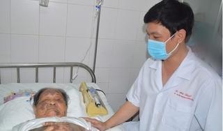 Cứu sống cụ bà 94 tuổi bị gãy xương đùi cùng nhiều bệnh rất nặng