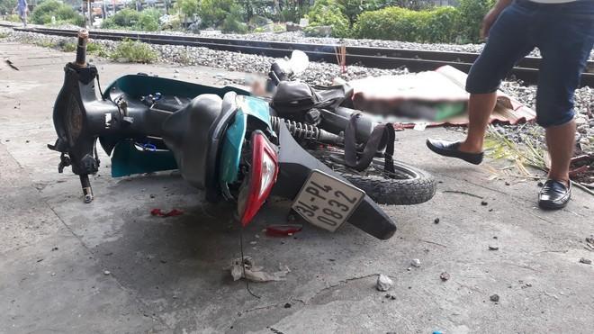 Danh tính tài xế GrabBike bị tàu hỏa húc văng 20m tử vong tại chỗ