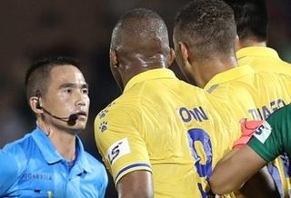 Trọng tài bắt trận Sài Gòn FC - Nam Định nhận án phạt nặng