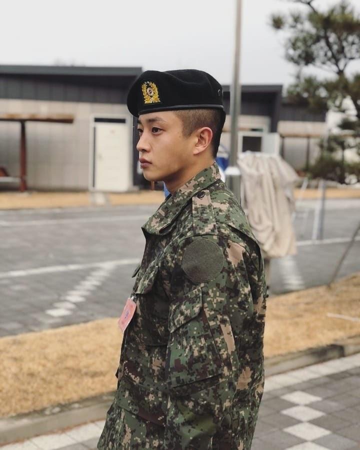 Tài tử 'Hậu duệ mặt trời' Kim Min Seok tự tay bắt tên tội phạm quay lén phụ nữ tại quán cà phê