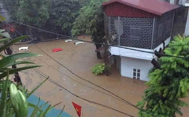 Tin tức trong ngày 21/7, mưa lớn trong đêm, nhiều tuyến phố ở Lào Cai ngập sâu