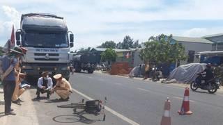 Tin tức tai nạn giao thông ngày 21/7: Cụ ông 62 tuổi bị xe tải chở gỗ dăm cán tử vong