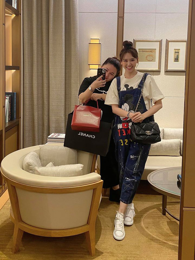 Bất ngờ với với món quà hàng trăm triệu vợ chồng của Hari Won -Trấn Thành tăng quản lý