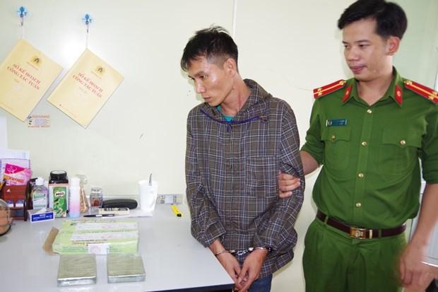 Bắt quả tang đối tượng vận chuyển 695,326 gram ma túy