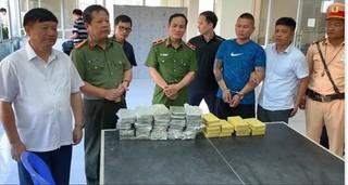 Bắt quả tang ô tô vận chuyển 54 bánh heroin từ Điện Biên về Hưng Yên