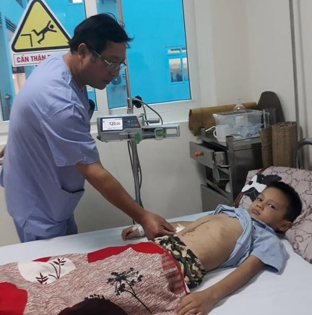 Cứu sống bé trai 6 tuổi bị dập tụy, vỡ gan, tá tràng do tai nạn giao thông