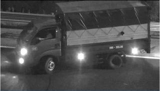 Phạt nặng tài xế xe tải chạy lùi trên cao tốc Hà Nội - Hải Phòng