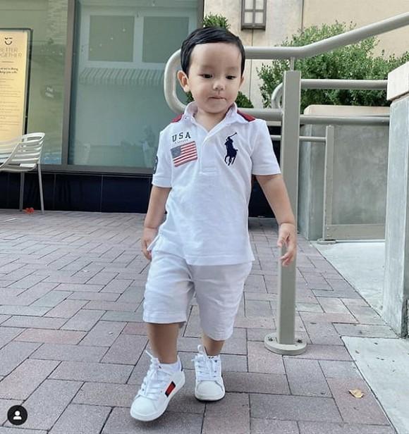 Phạm Hương hạnh phúc khoe bức tranh con trai vẽ tặng