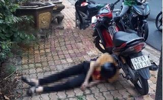 Nam thanh niên chết bí ẩn bên cạnh xe máy với con dao găm trên ngực