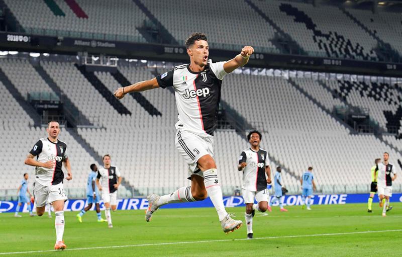 Ronaldo lập 2 kỷ lục