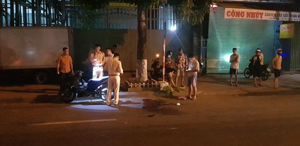 Chạy xe máy giữa đường, nam thanh niên bị dây cáp viễn thông cắt ngang cổ