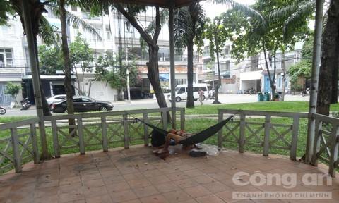 Người đàn ông không có giấy tờ tùy thân chết trong công viên ở Sài Gòn