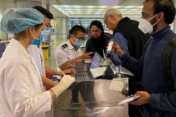 Chuyên gia nước ngoài phải xét nghiệm Covid-19 trước khi nhập cảnh vào Việt Nam