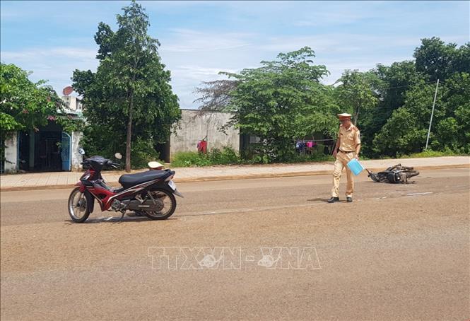 Vụ tai nạn trên đường Hồ Xuân Hương, phường Tân Phú, thành phố Đồng Xoài khiến một phụ nữ bị thương nặng.