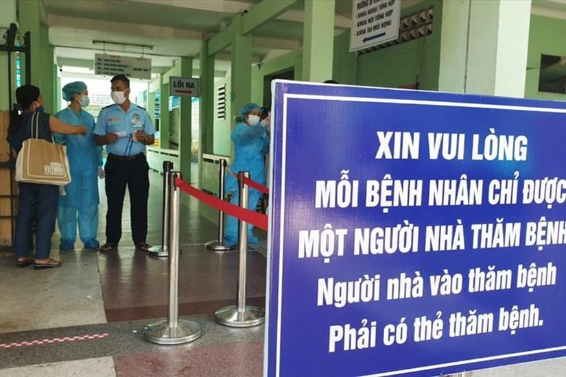 Phong tỏa Bệnh viện Đà Nẵng và lấy mẫu xét nghiệm hơn 2.000 nhân viên