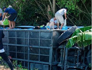 Vụ lật xe khiến 15 người chết: Nhiều nạn nhân là cán bộ tỉnh Quảng Bình
