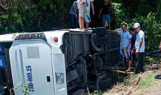 Số nạn nhân tử vong vụ lật xe ở Quảng Bình tăng lên 15 người