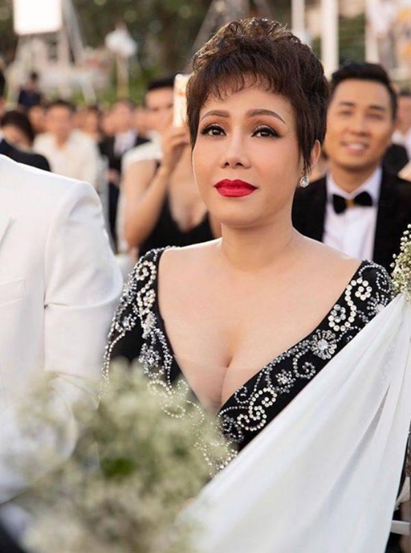 Hoàng Thùy đáp trả khi bị chỉ trích 'mặc lố' trong đám cưới Thúy Vân