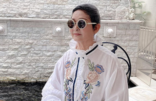 Gu thời trang ở tuổi 76 của mẹ hoa hậu Giáng My khiến nhiều người ngỡ ngàng