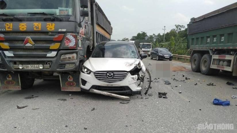 Bất ngờ vượt, xe ô tô gây tai nạn liên hoàn khiến 1 người tử vong