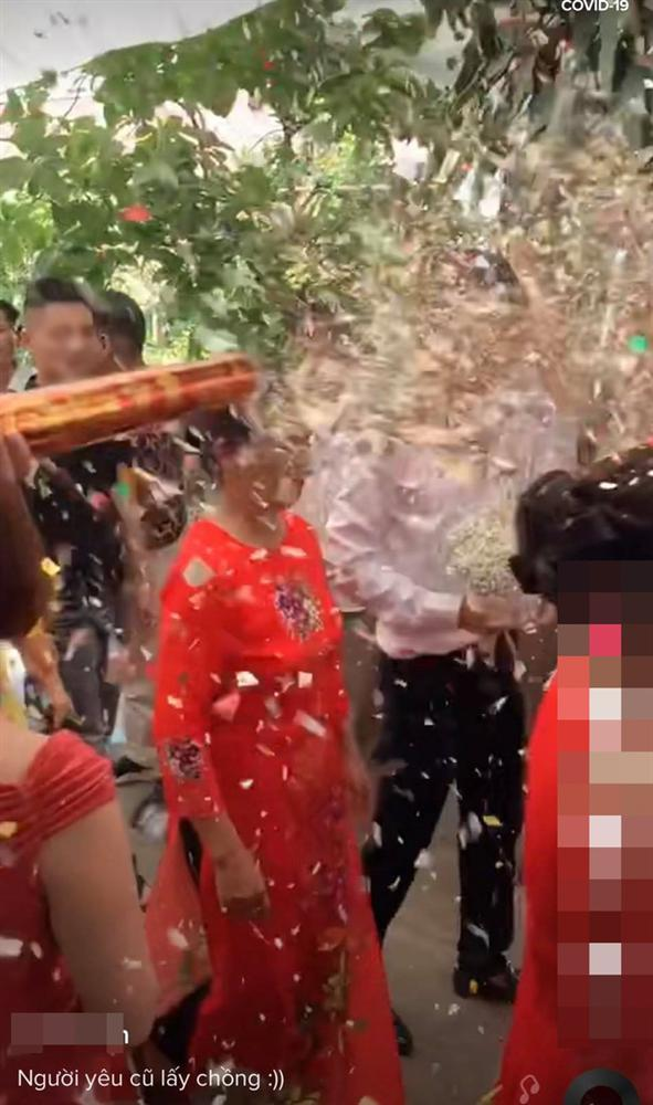 Bắn pháo thẳng mặt chú rể khi đang rước dâu, nam thanh niên bị ném đá