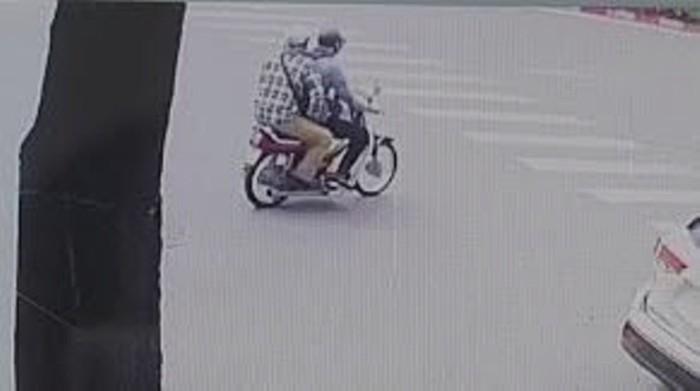 Công bố hình ảnh nhận dạng 2 kẻ nổ súng cướp ngân hàng ở Hà Nội. ảnh 1