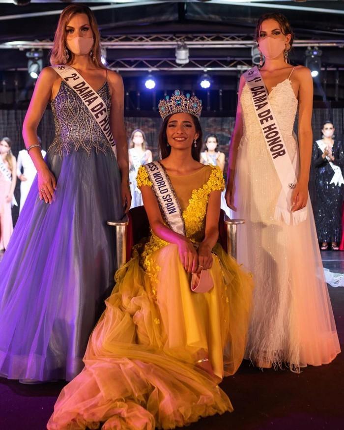 Hoa hậu Tây Ban Nha 2020 đeo khẩu trang lúc đăng quang