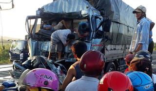 Tông vào xe phía trước khi chờ đèn đỏ, tài xế xe tải chết trong cabin