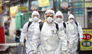 Hàn Quốc truy tìm 3 người Việt trốn khỏi khu cách ly bằng cách đu dây