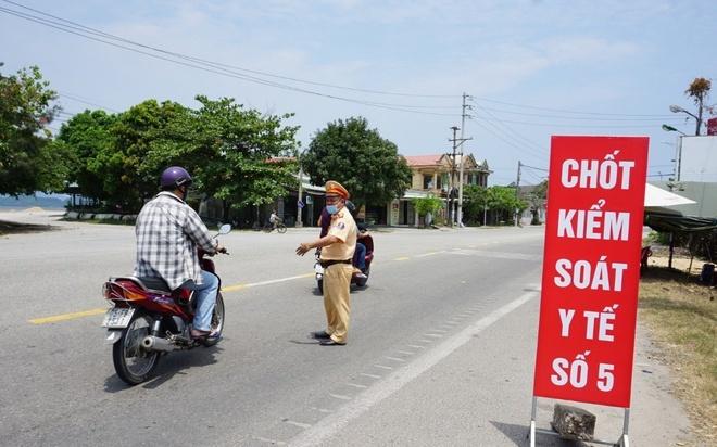 Cách ly 2 người Trung Quốc đi xe máy từ Đà Nẵng về Huế
