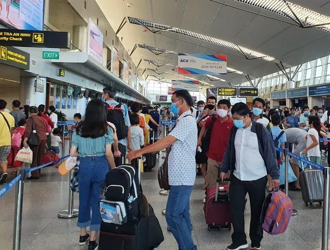 Hơn 200 du khách mắc kẹt tại Đà Nẵng