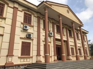 Hòa Bình: Trốn truy nã 30 năm vẫn trở thành Chánh văn phòng tòa án huyện