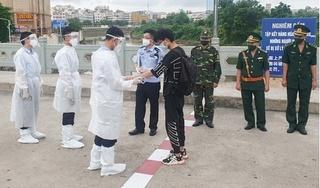 Trao trả 5 người Trung Quốc nhập cảnh trái phép vào Việt Nam