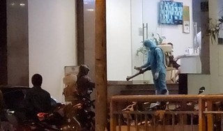 Một khách sạn đối diện bệnh viện Chợ Rẫy được phun khử trùng trong đêm