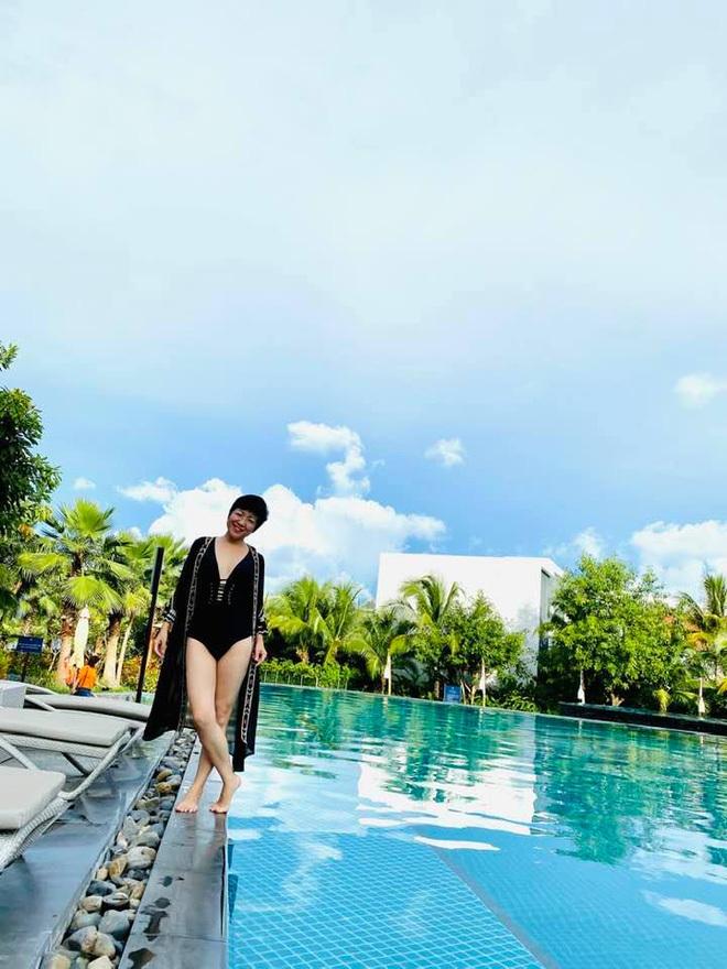MC Thảo Vân hiếm hoi đăng ảnh bikini, bạn gái Công Lý có hành động bất ngờ