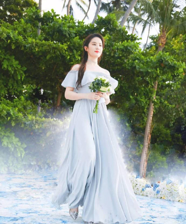 Ảnh cực hiếm khi làm phù dâu của Lưu Diệc Phi: Nhan sắc, thần thái chuẩn 'thần tiên tỷ tỷ'